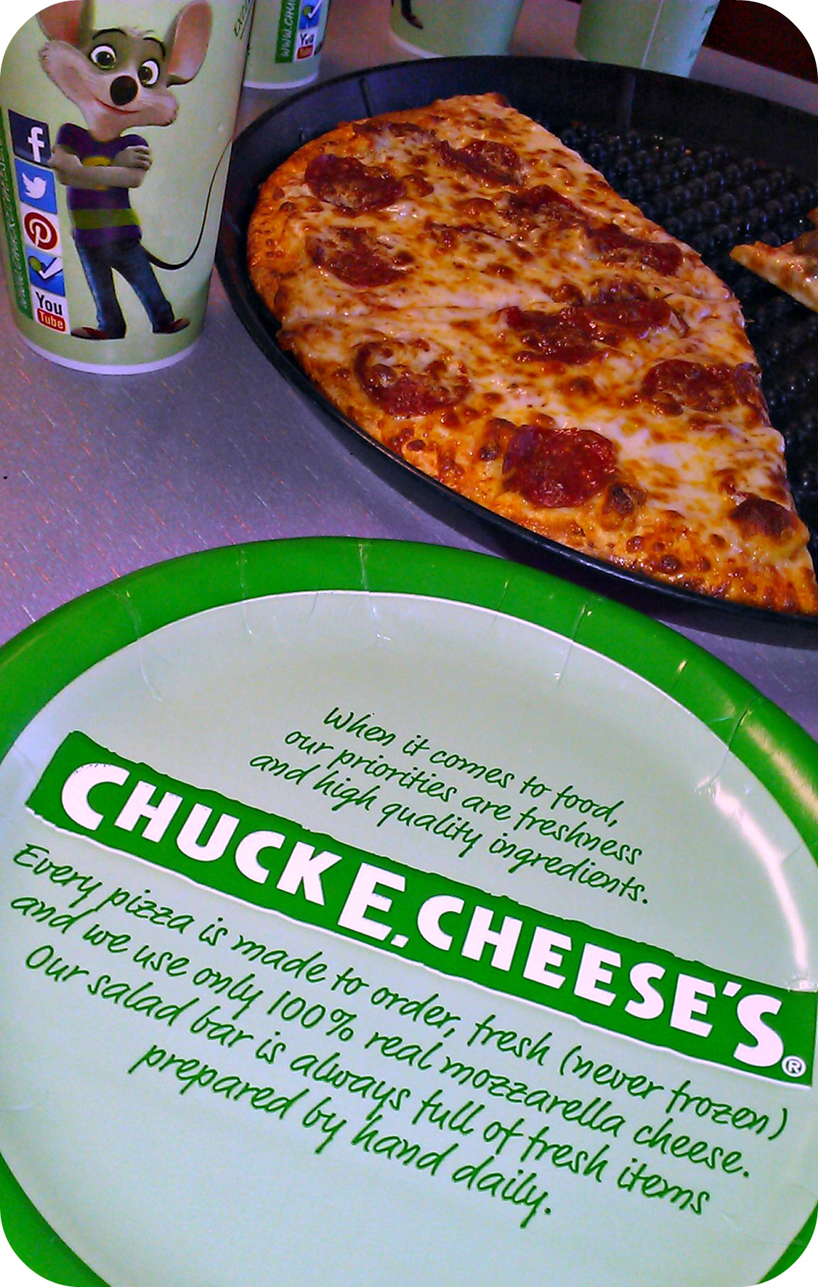 The latest Chuck E Cheese's menu prices for you. Chuck E. Cheese's is a chain of family entertainment centers in the U.S. that offers wholesome family fun in an open environment. The kids can stay busy for hours playing & climbing the attractions or spending their tokens on video believed-entrepreneur.ml for their pizza, Chuck E. Cheese's also serves.