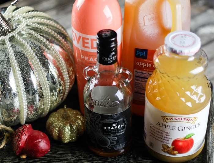 Move aside pumpkin spice, the Autumn Ginger Apple Cocktail is fall's must have drink. Get the recipe for this delicious fall cocktail!