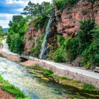 4 Reasons to Plan a Family Vacation in Hot Springs, South Dakota