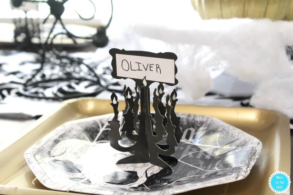 Awesome Ideas for a Black and Gold Halloween Tablescape