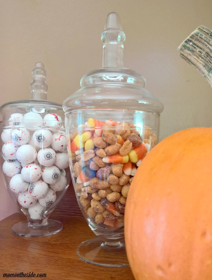Simple Ways to Decorate for Halloween + Googly Eyed Pumpkins