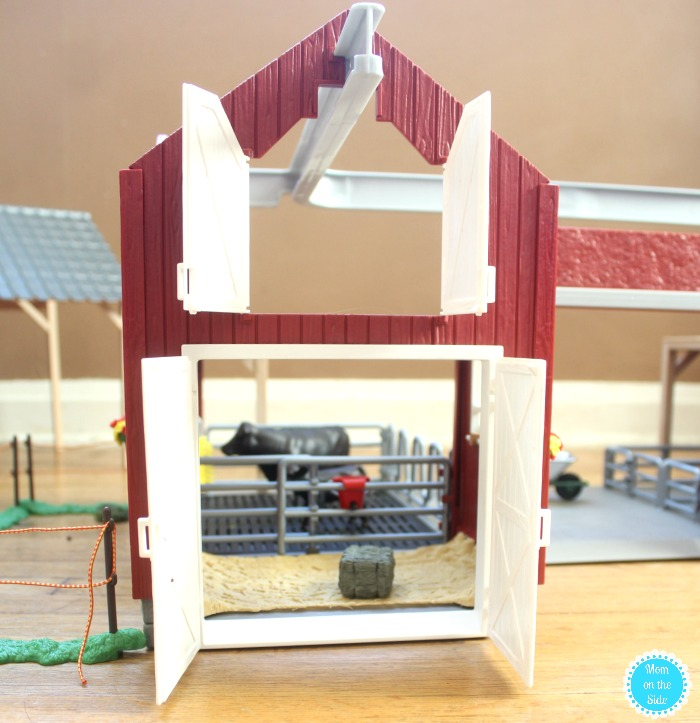 Features of Schleich Farm World Large Red Barn
