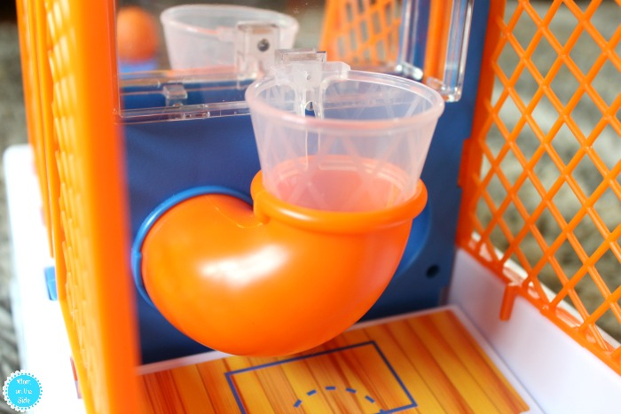 Features of Little Tikes Hot Hoops Basketball Game