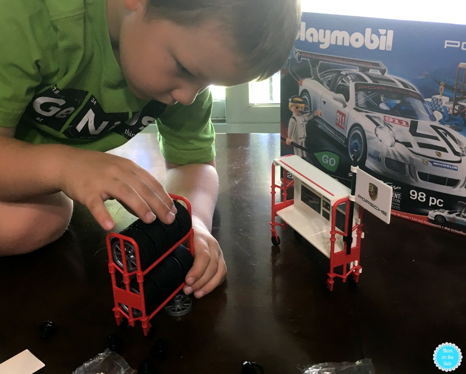 What Comes with Playmobil Porsche 911 GT3